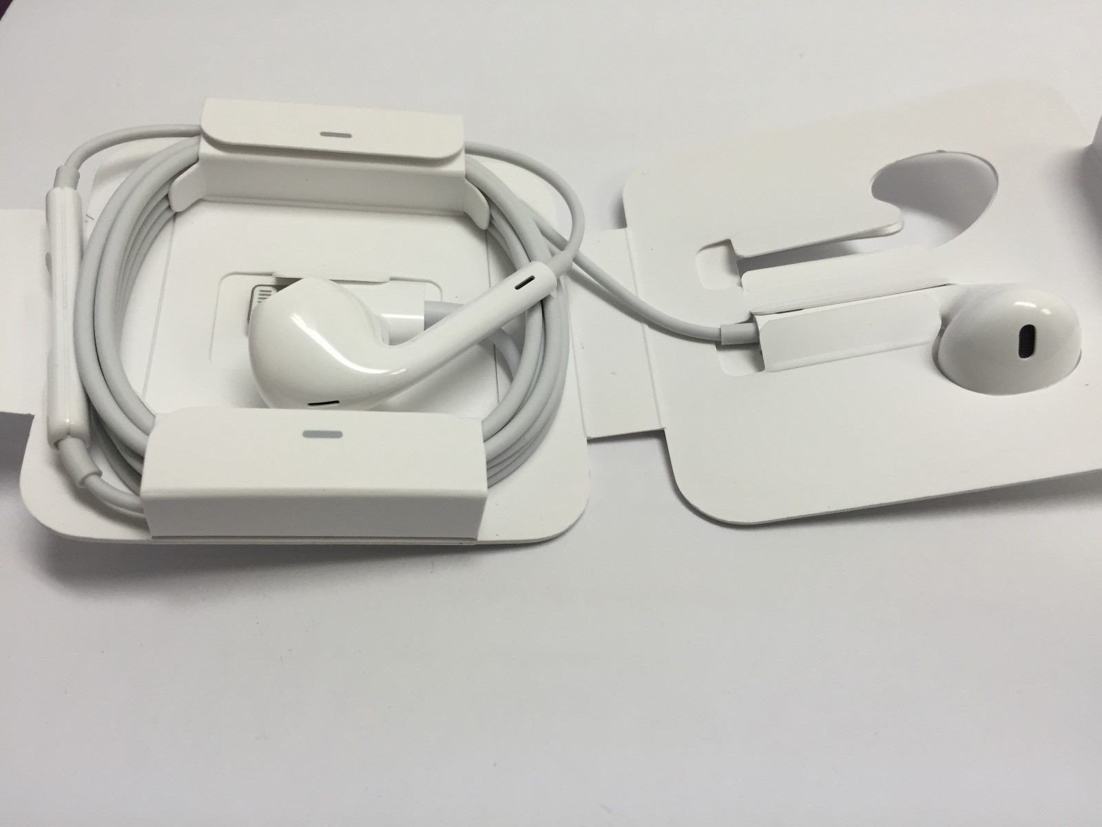 Apple Earpods With Lightning Connector 4